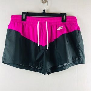 NWT Nike Standard Fit Shorts Size XL